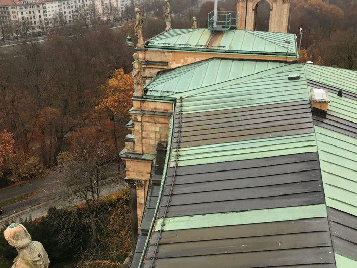 Reinigung der Dachrinne - Bayrischer Landtag